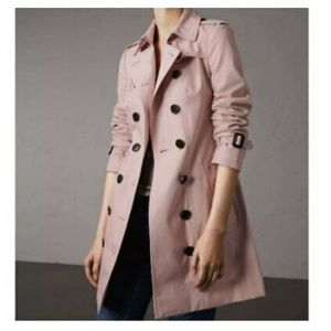 Brand New. Pale pink Burberry trench coat 🔥🔥